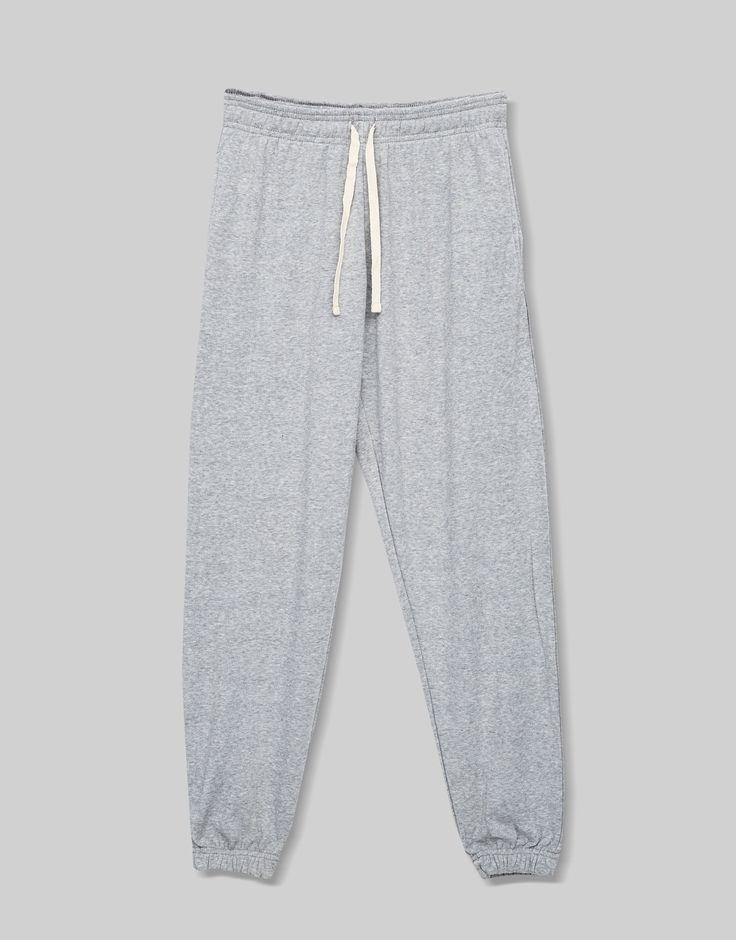 ¡Cómpralo ya!. Pantalón jogging. Pantalón jogging , pantalónjogger, joggers, jogging, joggings, jog, jogger, hosejogger, joggers, pantalonjoggeur, pantalonejogger, joggers. Pantalón jogger  de mujer color gris de Pull & Bear.