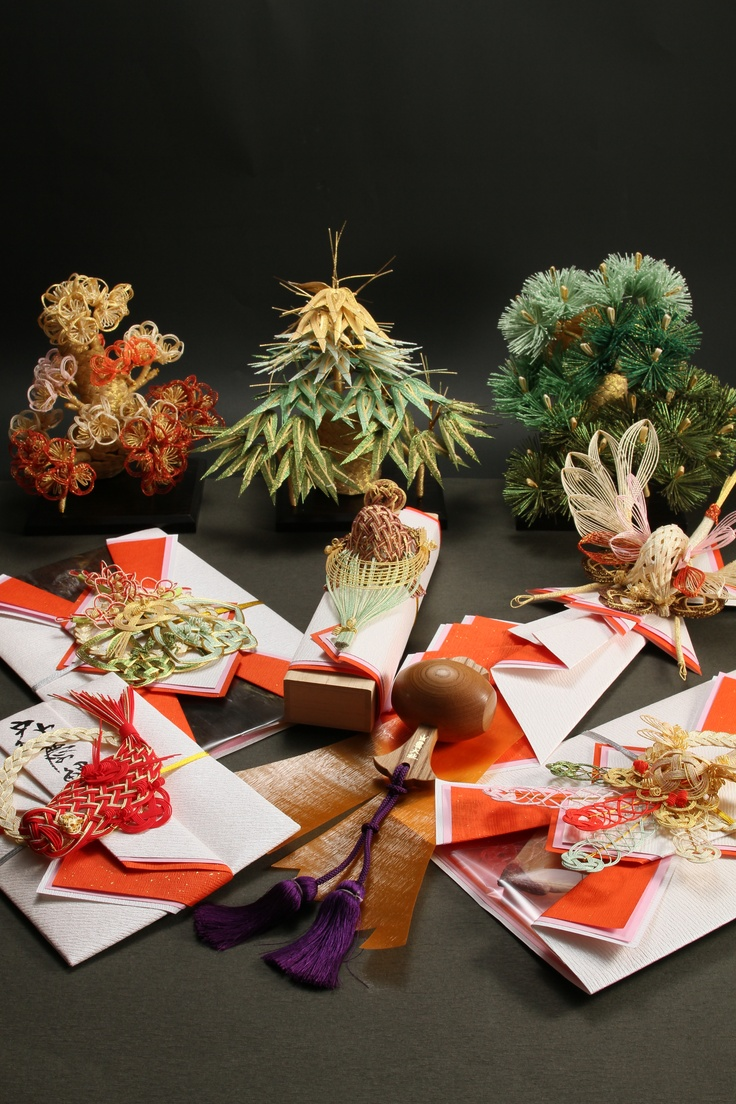 Betrothal gift 結納  I made Mizuhiki of five colors.  ㈲ながさわ結納店  http://www.hakatamizuhiki.co.jp/