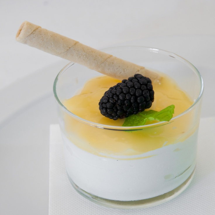 Mousse de limón. (#Mallorca, Balearic Islands, #Spain). Enjoy the typical Majorcan cuisine in our hotel-restaurant, a typical Catalonian country house, at the foot of the Puig de Randa.    http://www.esrecoderanda.com/