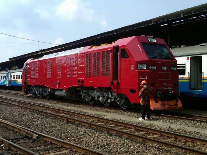 Silahkan baca artikel Lokomotif CC300, Lokomotif KA Buatan PT Inka Indonesia ini selengkapnya di Blogger Berbagi Info