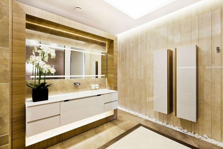Badezimmer Ideen Luxus Beige Fliesen Holz Verkleidung Spiegel