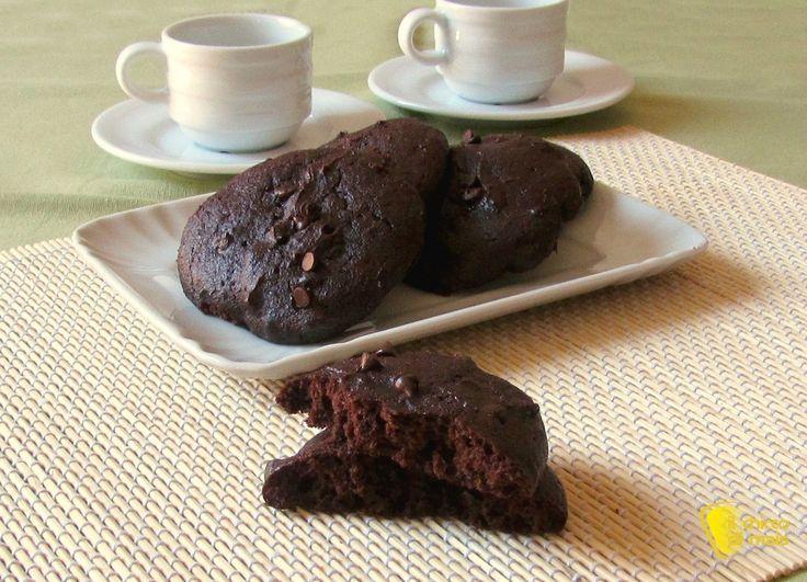 COOKIES AL CIOCCOLATO E YOGURT senza burro e senza olio #ricetta #recipe #chocolate #cookie #biscotti #cioccolato #senzaburro #senzaglutine #glutenfree http://blog.giallozafferano.it/ilchiccodimais/cookies-al-cioccolato-e-yogurt-ricetta-senza-burro-e-senza-olio/