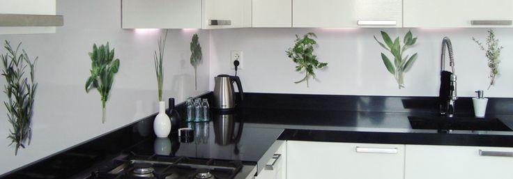 Groene kruiden op de achterwand in de keuken van sjoerd en carola mooi voorbeeld van een - Voorbeeld van open keuken ...