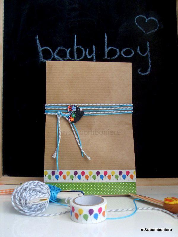 Μπομπονιέρα σε craft σακουλάκι, με δίχρωμο και τυρκουάζ κορδόνι, μια χάρτινη καρδούλα και washi tape. Τιμή: 1,50 ευρώ.