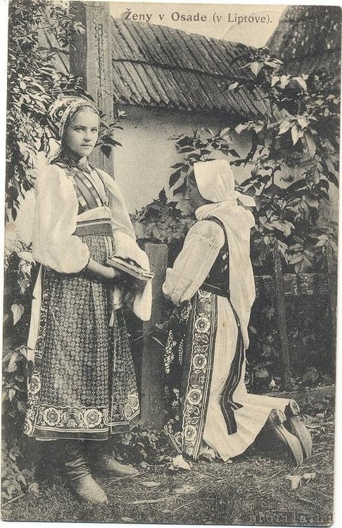 """An old photo from Slovakia""""Ženy v Osade"""" (""""Women in Osad"""")"""