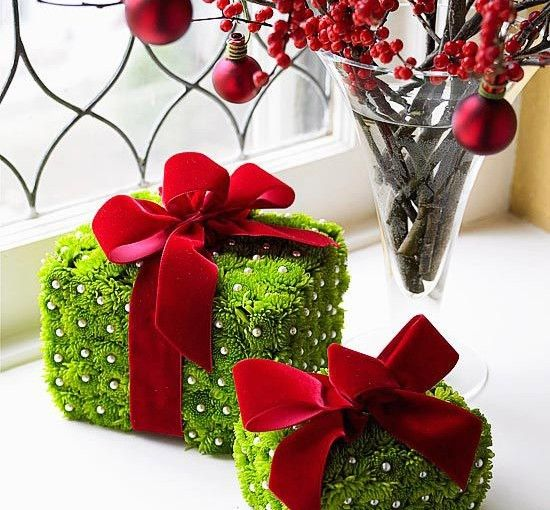 LET THE TRADITION REMAIN INTACT WITH THE TYPICAL RED & GREEN DECORATION IDEAS