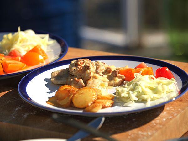 Smörstekt abborre med gräddiga kantareller | Recept från Köket.se