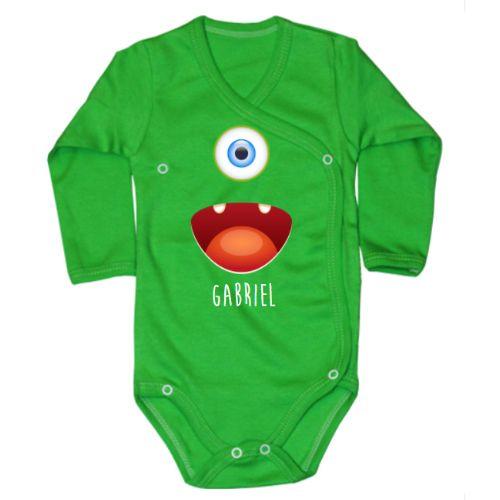 Body bebe cu imaginea unui monstrulet cu un ochi albastru si o gura mare. Poate fi un ciclop sau doar un monstrulet simpatic, si, in plus, poate sa fie personalizat cu prenumele bebelusului sau al bebelusei.  Daca doriti alte combinatii de culori, sc