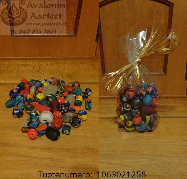 Handamade glasspearls 5-30mm for jewelry or handcrafts. / Lasihelmet pussissa, 5-30mm korujen askarteluun.