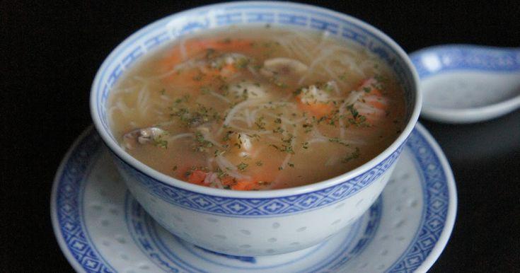 Bientôt le nouvel an chinois alors fêtons le avec une bonne soupe Soupe bien parfumée et garnie de crevettes, de vermicelles et de...