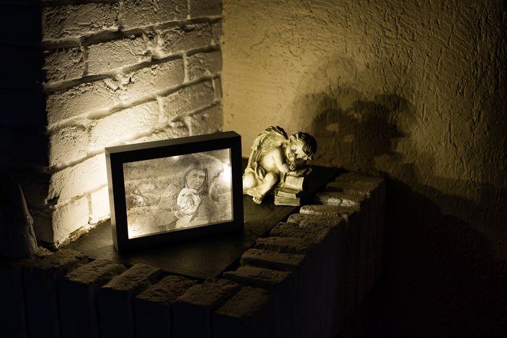 Text und Bilder von Katja Heinlein    Ein persönliches Geschenk kommt doch immer noch am besten an :) Da meine Mama sich ein Bildchen von mir gewünscht hat und ihr Geburtstag vor der Tür steht, habe ich mir gedacht, ich bastel ihr ein schönes Leuchtbild. Wenn dir die Idee gefällt, dann zeig ich dir hier, wie es