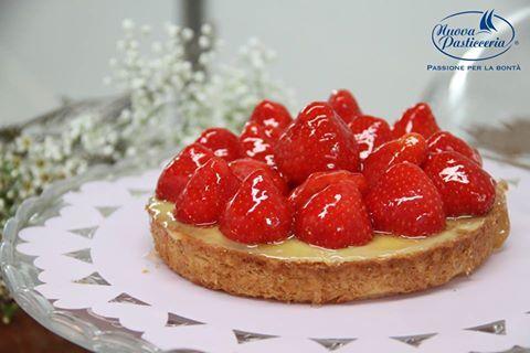 La vita è troppo corta, mangia prima il dessert ;) Buon Week End da Nuova Pasticceria!