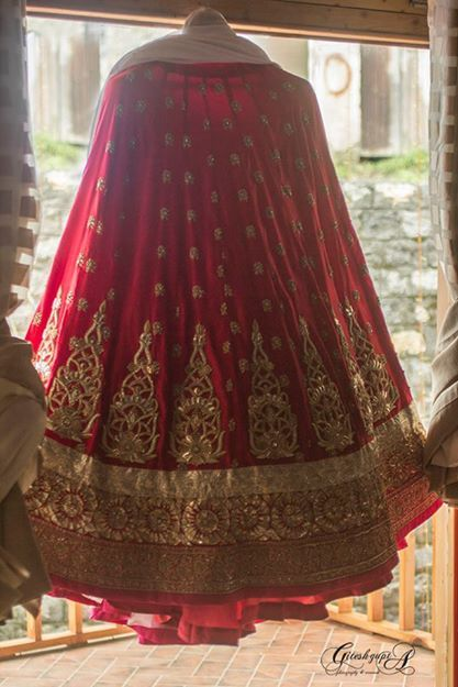 Lehenga gold zari zardozi indian weddings bride bridal wear www.weddingstoryz.com details red