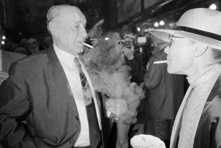 Születésnapi füst eregetés Törőcsikkel, 1987-ben.  Fotó: Wéber Lajos / MTI