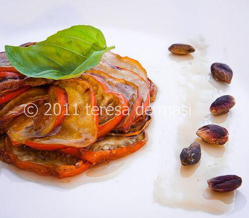 Una versione particolare, che mi sono inventata io, per le melanzane in agrodolce. Se non trovate le melanzane rosse, potete usare quelle grandi e chiare: verranno ottime lo stesso!  Melanzane in agrodolce (caramello agrodolce, per la precisione) http://www.scattigolosi.com/2011/08/melanzane-rosse-di-nuovo-al-caramello-agrodolce.html/