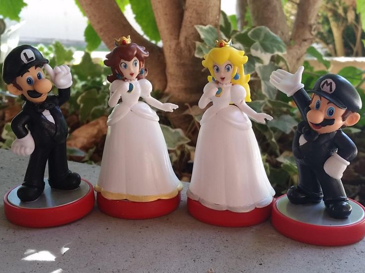 Pair Of Super Mario Bros Video Game Wedding Cake Toppers Mario Princess Peach Daisy Luigi