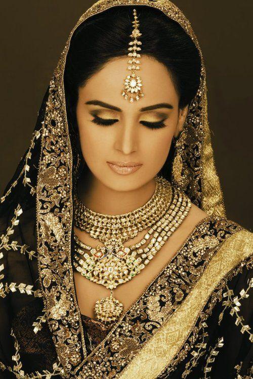 Indian beauty ~~ For more: - ✯ http://www.pinterest.com/PinFantasy/moda-~-elegancia-oriental-oriental-elegance/