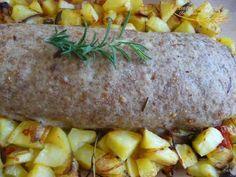 Polpettone ripieno con contorno di patate al forno.Piatto della tradizione gustoso, economico e di semplice esecuzione.Accompagnato con le patate è l'ideale