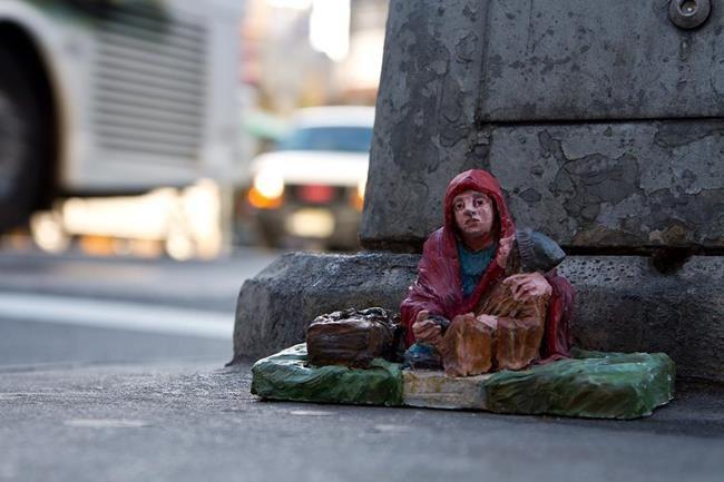 Minyatür Heykellerle Hayatın Zorluklarını Anlatan Isaac Cordal'dan Etkileyici Çalışmalar Sanatlı Bi Blog 5