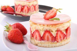 Si vous aimez les fraises, préparez-vous un délicieux Fraisier grâce aux astuces de notre chef Olivier Paris, spécialiste des pâtisseries !