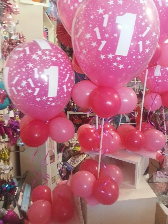 104 best images about balloons on pinterest table centre for Balloon decoration for 1st birthday party