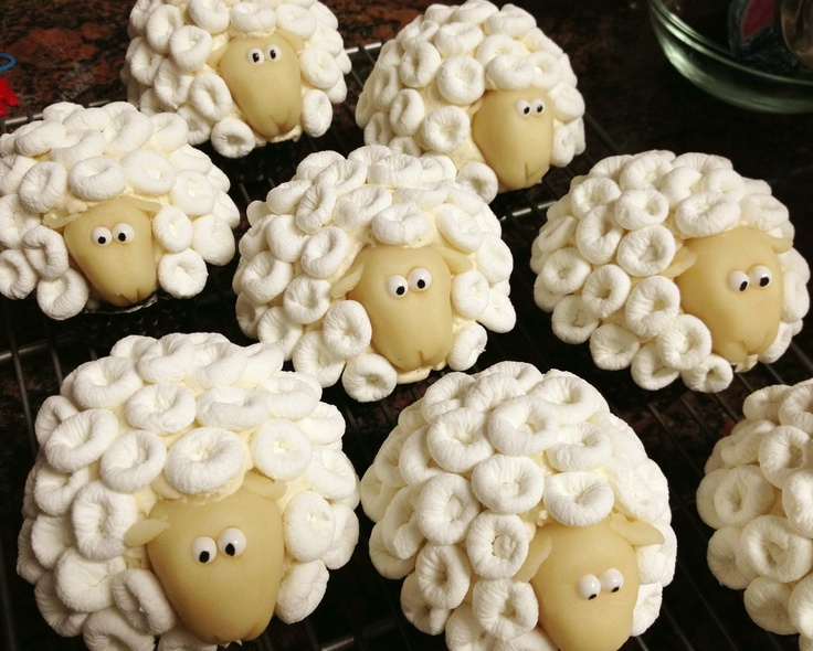 Sheep cupcakes G2 from JujyCakes https://www.facebook.com/JujyCakes