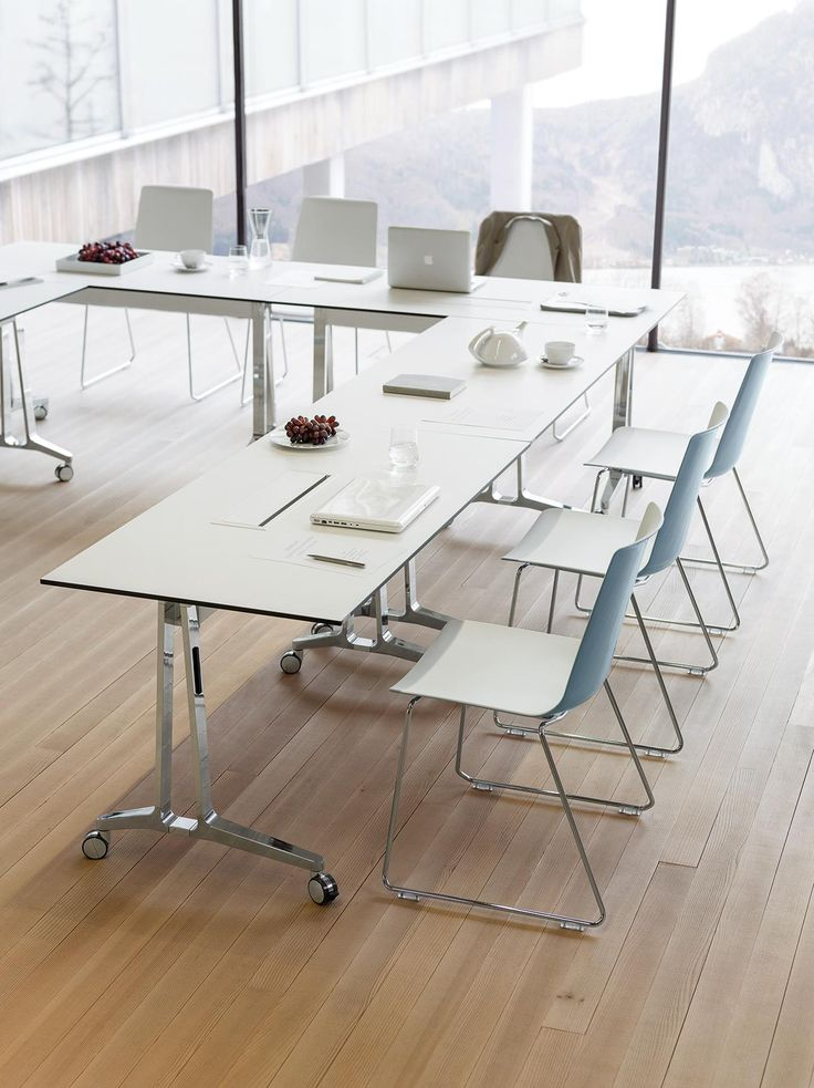 skill and and noi chairs looking really good together. lightweighted and clean design is always a must in Wiesner-Hager.