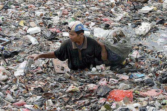 HAN River before regenreation a pile of trash! Pollution