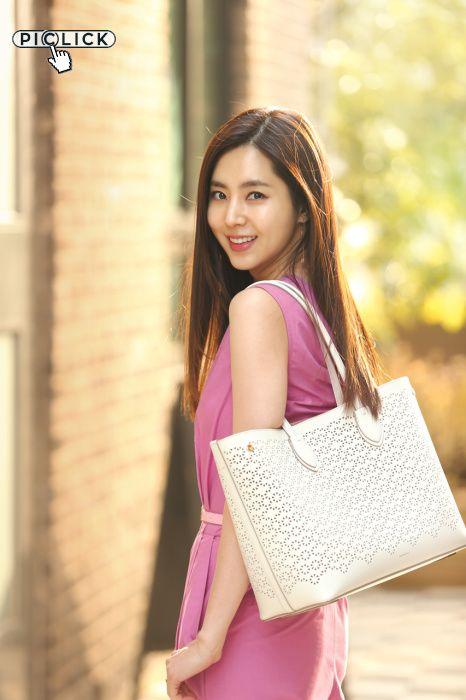 演员 韩彩雅 为韩国某平拍拍摄的新款产品画报出炉。 韩彩雅 在多部电视剧和电影中 凭借 出色的变现 得到大众的 …