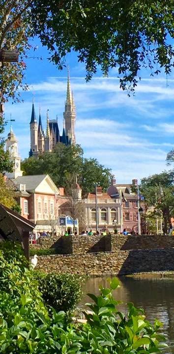 9 Things Disney Pros Do First at Walt Disney World's Magic Kingdom