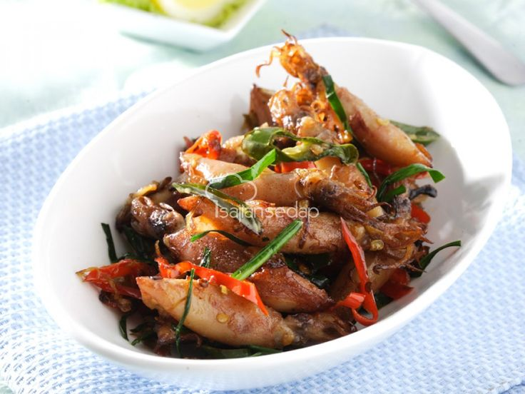 Mengolah cumi asin menjadi menu makan malam adalah pilihan yang tepat. Resep Oseng Cumi Asin Bumbu Iris ini misalnya, bisa membuat lidah bergoyang karena kelezatannya, lho! Keluarga pasti suka.