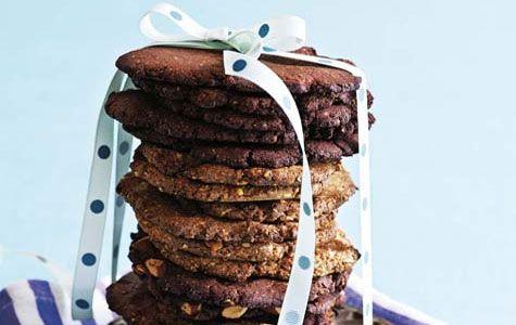Småkagerne kan bages i tre varianter - en med kakao, en med nødder og en der er baseret på grundopskriften.