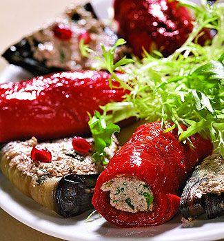 Фаршированные баклажаны и перцы http://www.pinterest.com/blondiee765/party-food/