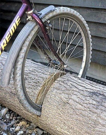 Cute idea shared from Studiosjoesjoe.com. Makes me want to make my bike a focal point.
