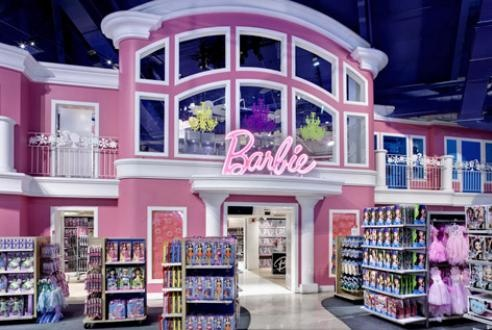 Barbie house! Toys r Us NYC. Have definitely been here a few times!