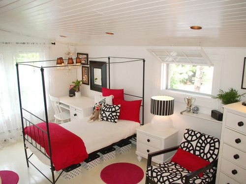 Girls bedroom in black, white and red
