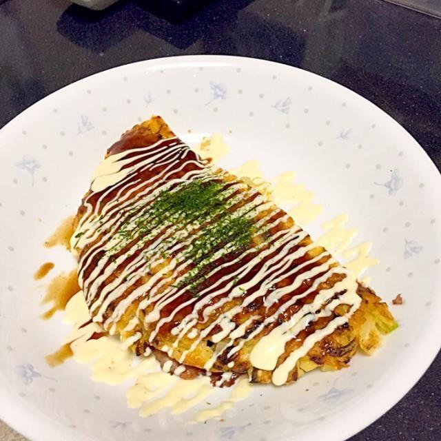 表面がいい感じ焦げてかりっとして美味しかったです( ^ω^ ) - 25件のもぐもぐ - ふわふわチーズ豚キムチのお好み焼き by hidekazu0203