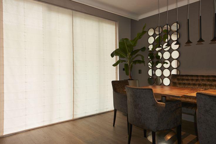 Kwantum - Met de effen geweven off white gordijnstof 'Karlijn' van Kwantum creëer je direct woonplezier. De stof is van 100% polyester en geheel op maat gemaakt. Heb je geen standaard maat ramen maar wil je wel meer privacy in huis? Of wil je gewoon raambekleding die perfect past? Geen probleem! We begrijpen dat het niet eenvoudig is om passende raambekleding te vinden. Voor iedere woonwens bieden we raambekleding op maat.
