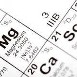 Το μαγνήσιο magnesium είναι ένα ιχνοστοιχείο το οποίο υπάρχει στα οστά, στους ιστούς και τα όργανα του σώματος. Το μαγνήσιο ενεργοποιεί περισσότερες από 300 διαφορετικές βιοχημικές αντιδράσεις στο ανθρώπινο σώμα, όλες το ίδιο απαραίτητες ώστε αυτό να λειτουργήσει σωστά.