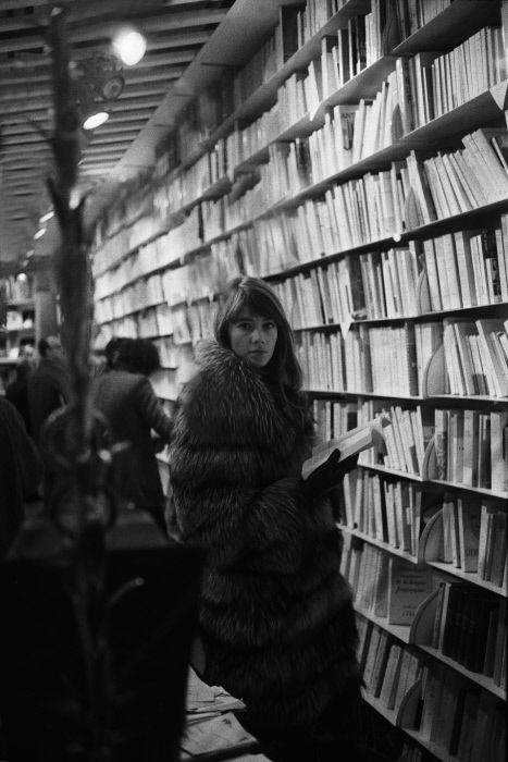 Françoise Hardy book browsing.