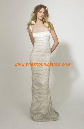 Nicole Miller belle robe de mariée avec bretelle ivoire fourreau satin