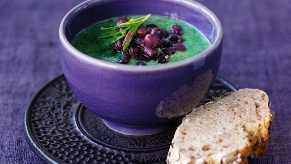 Vegane Spinatsuppe mit Bohnen - Hier geht`s zum Rezept: