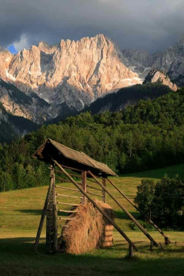 Slovenia hayrack (kozolec)