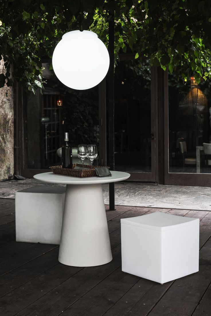 Macaron Table and Lounge Cube seats by Serralunga