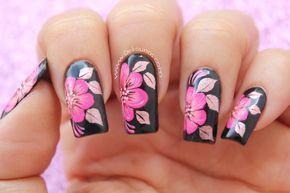 Decoración de uñas flores fucsias sobre negro - fuchsia flowers nail art Para esta decoración he usado las pinturas acrilicas profesionales, el set de pincel...