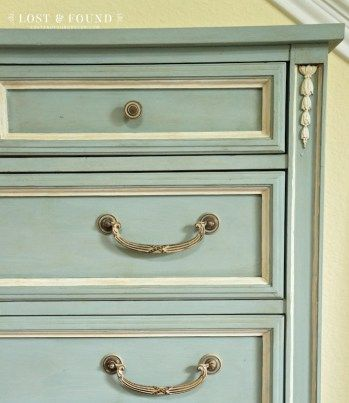 How to Use Antique Glaze Dark Wax Painted Furniture: Which one should you use? This side by side comparison will help you know which to use!