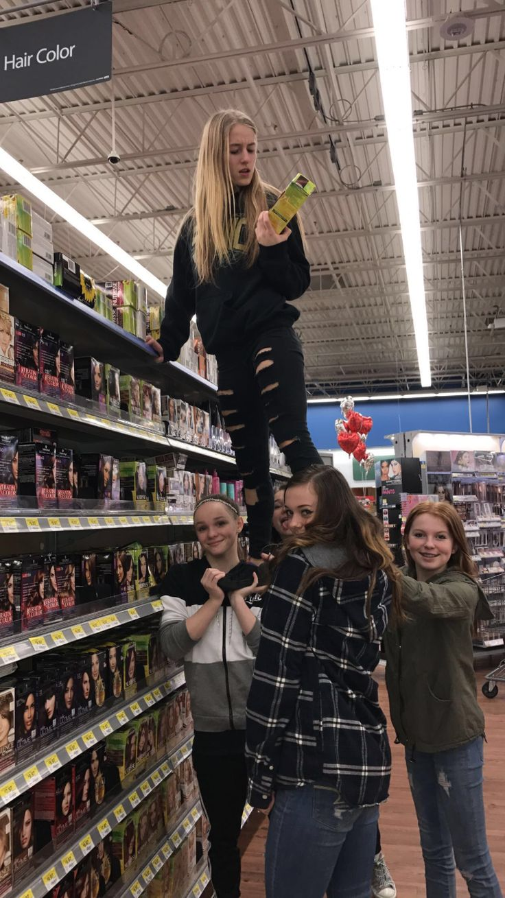 how cheerleaders get things from the top shelves  #emeraldqueens #cheerleading #squad #flyer #me #sonicelite #cheer #cradles #stunts #seniorone #competitivecheer #jumps #toetouch #champs #summitherewecome #uca #pacwest #pyramid #heelstretch