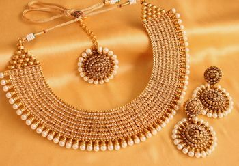 ROYAL PEARL FINISH HUGE BRIDAL NECKLACE SET WITH MAANG- TIKKA