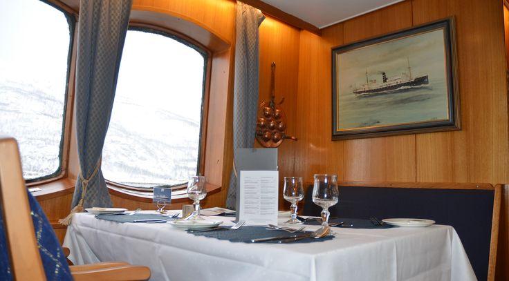 Parti fra restauranten / spisesalongen MS Lofoten. foto: TGJ