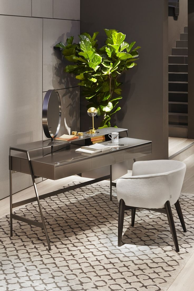 Venere desk by Gallotti and Radice